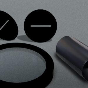 Geschwärzte opto-mechanische Komponenten